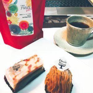 ケーキとコーヒーの画像